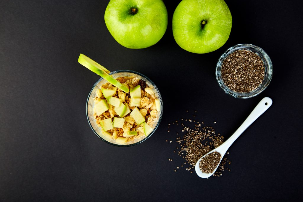 Pudding with granola and apples